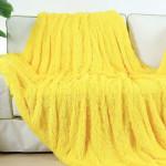 Пушистый плед желтый
